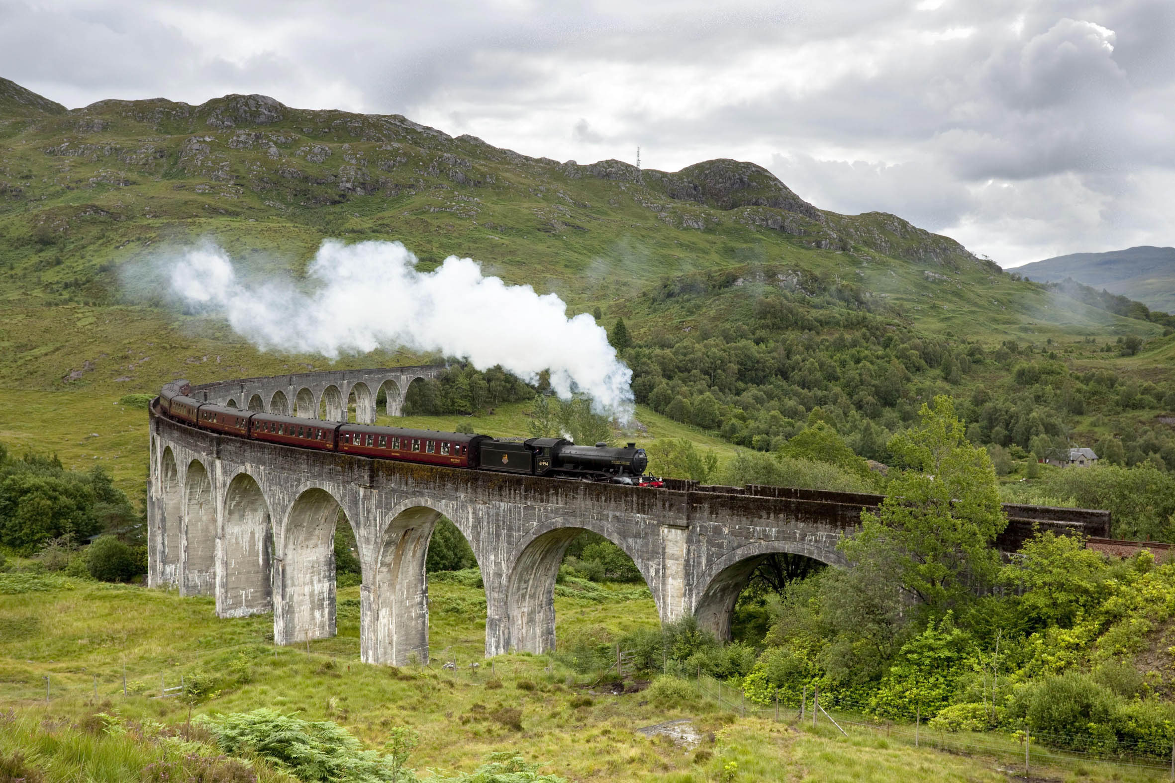 The Jacobite steam train passing over the Glenfinnan Viaduct at the head of Loch Shiel, Lochaber, Highlands of Scotland. Picture Credit : Paul Tomkins / VisitScotland / Scottish Viewpoint Tel: +44 (0) 131 622 7174   Fax: +44 (0) 131 622 7175 E-Mail : info@scottishviewpoint.com This photograph cannot be used without prior permission from Scottish Viewpoint.